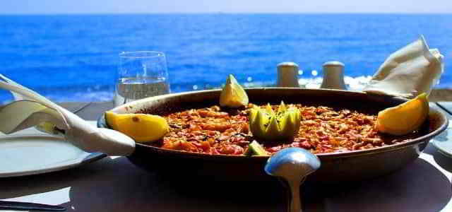 Paella en el Beach Club