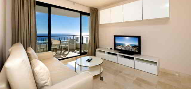 2 bedroom apartment, front sea view