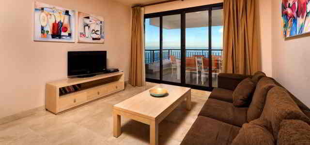 3 bedroom apartment, front sea view